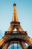 La torre Eiffel en París en la puesta del sol Fotografía de archivo libre de regalías