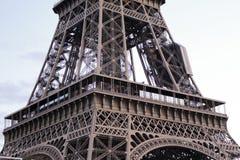 La torre Eiffel en París, Francia foto de archivo
