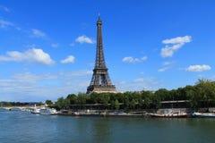 La torre Eiffel en París, Francia Imagen de archivo libre de regalías