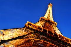 La torre Eiffel en París, Francia por noche Fotografía de archivo libre de regalías