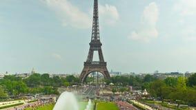 La torre Eiffel en París, time lapse metrajes