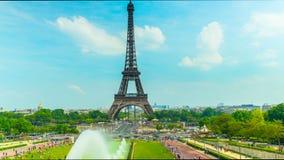 La torre Eiffel en París, time lapse almacen de metraje de vídeo