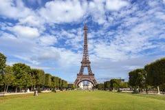 La torre Eiffel en París Foto de archivo