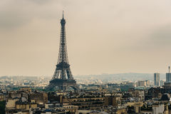 La torre Eiffel en París Foto de archivo libre de regalías