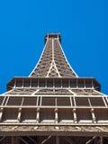 La torre Eiffel es señal en París Imagen de archivo
