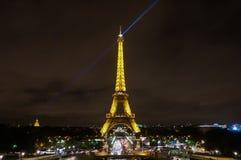 La torre Eiffel iluminada Imágenes de archivo libres de regalías