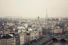 La torre Eiffel nella nebbia Immagini Stock Libere da Diritti