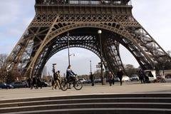 La torre Eiffel - París Imagen de archivo libre de regalías