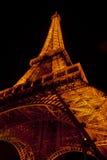La torre Eiffel a Parigi di notte Immagini Stock Libere da Diritti