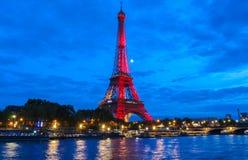 La torre Eiffel se encendió hasta para celebrar 300 al millonésimo visitante que se abría desde 1889, París, Francia Imágenes de archivo libres de regalías
