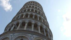 La torre famosa di Pisa - punto di riferimento importante in Toscana - in Toscana archivi video