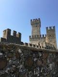 La torre famosa en Sirmione Imágenes de archivo libres de regalías