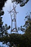 La torre iconica di San Francisco Sutro sale sopra l'orizzonte, 3 Fotografie Stock Libere da Diritti