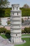 La torre inclinada de Pisa en mini Italia estaciona Imágenes de archivo libres de regalías