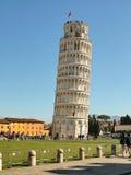 La torre inclinada en el cuadrado de milagros en Pisa Foto de archivo libre de regalías