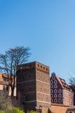 La torre inclinada en Torun imagenes de archivo
