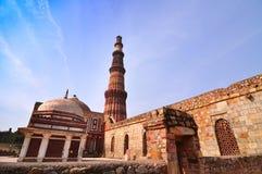 La torre más alta del alminar del ladrillo del mundo en el Qu Fotos de archivo