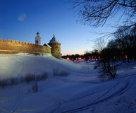 La torre metropolitana y torre de reloj de Chasozvonya de Novgorod el Kremlin Imagen de archivo libre de regalías