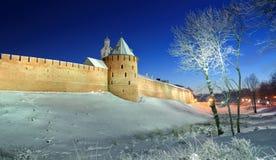 La torre metropolitana y torre de reloj de Chasozvonya de Novgorod el Kremlin Imágenes de archivo libres de regalías