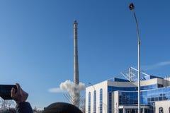 La torre non finita della TV a Ekaterinburg in Russia è stata fatta esplodere 03/24/2018 Fotografia Stock