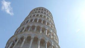 La torre pendente di Pisa un giorno soleggiato - Toscana stock footage