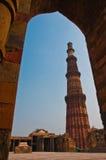 La torre Qutub Minar del minareto del mattone più alta Immagine Stock