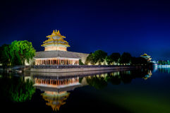 La torrecilla de la ciudad Prohibida en la oscuridad en Pekín, China Imagen de archivo libre de regalías