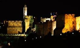 La torretta di David - vecchie pareti alla notte, Gerusalemme della città Fotografia Stock Libera da Diritti