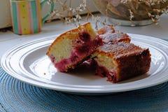 La torta blanca de la cereza corta paisaje imagen de archivo libre de regalías
