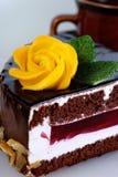 La torta con marzapane è aumentato Fotografia Stock Libera da Diritti