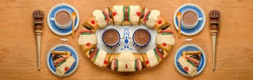 La torta de la epifanía, reyes se apelmaza, Roscon o Rosca de Reyes Foto de archivo libre de regalías