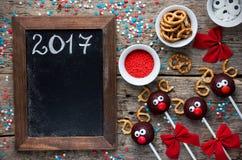 La torta del reno hace estallar la invitación de la Navidad para los niños Imagen de archivo libre de regalías