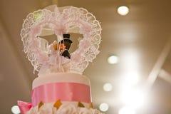 La torta del vintage adorna para la ceremonia de boda Fotos de archivo