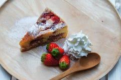 La torta di formaggio fresca della fragola fotografie stock libere da diritti