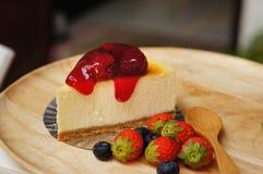 La torta di formaggio fresca della fragola immagini stock libere da diritti