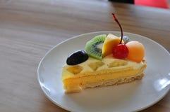 La torta fruttata del formaggio fotografie stock libere da diritti