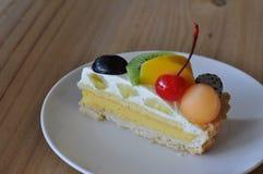 La torta fruttata del formaggio fotografia stock libera da diritti