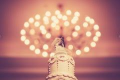 La torta hermosa del vintage adorna para la ceremonia de boda Imagen de archivo libre de regalías