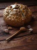 La torta russa con il pollo ed i funghi Fotografia Stock Libera da Diritti