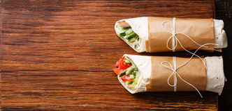 La tortilla enveloppe des sandwichs images libres de droits