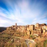 La Toscana, paesaggio medievale di panorama del villaggio di Pitigliano. L'Italia Fotografia Stock Libera da Diritti