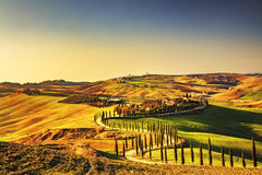 La Toscana, paesaggio rurale di tramonto di Creta Senesi Azienda agricola della campagna, immagini stock