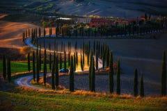 La Toscane, paysage rural de coucher du soleil Ferme de campagne, tre de cyprès images libres de droits