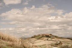 La Toscane - la ville de Hillside de Mucigliani image libre de droits