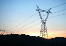 La tour à haute tension de transmission photographie stock libre de droits