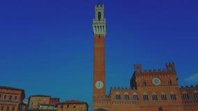 La tour d'horloge de Palazzo Pubblicco photographie stock