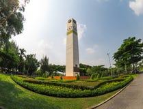 La tour d'horloge grande de place blanche a appelé la position de ` de tour d'horloge de club de lions de ` comme point de repère Photo libre de droits