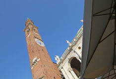 la tour d'un palais antique a appelé Torre Bissara en Vicenza City Photos libres de droits