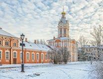 La tour de Bibliotechnaya du lavra d'Alexander Nevsky Images libres de droits