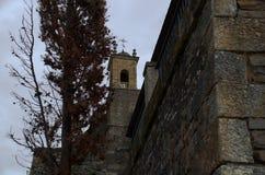 La tour de cloche de l'église catholique images libres de droits